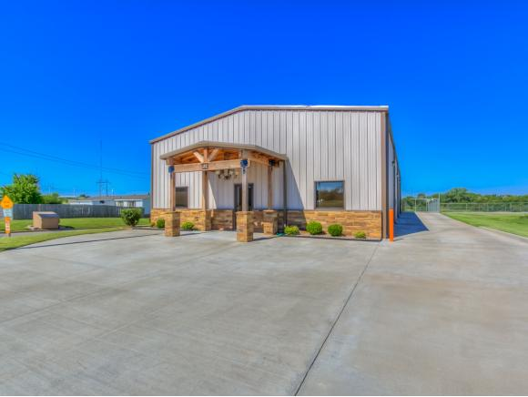 325 S 8th St, Weatherford, OK 73096