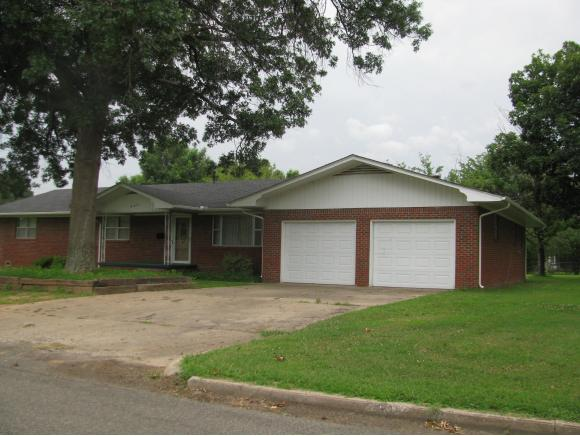 605 SW 5th St, Checotah, OK 74426