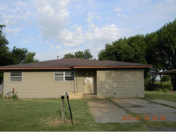 301 Wood Dr, Dill City, OK 73641