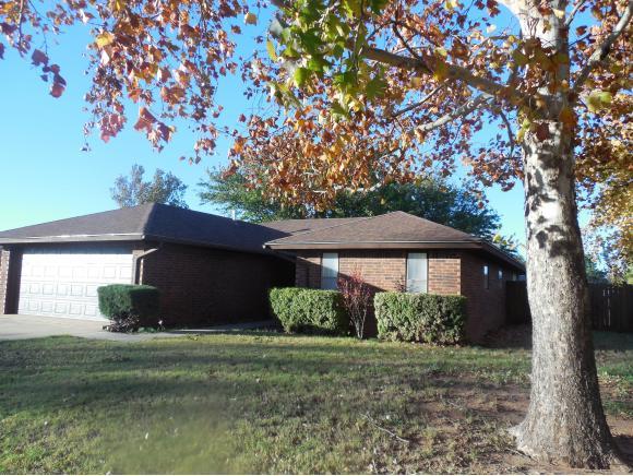 2515 Manor Way, Clinton, OK 73601