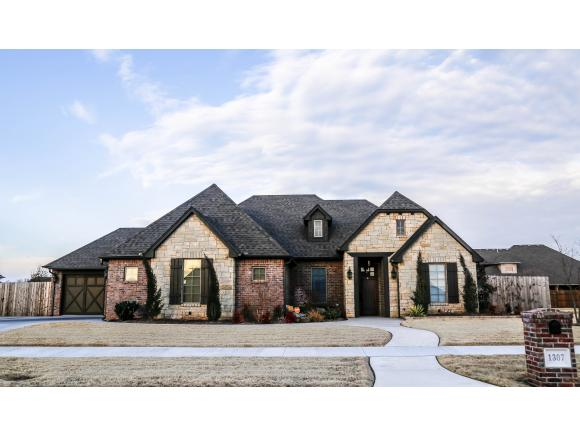 1307 Mesquite Dr, Weatherford, OK 73096