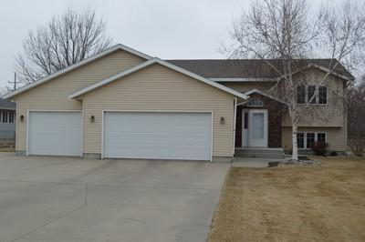 Real Estate for Sale, ListingId: 32396998, Aberdeen, SD  57401