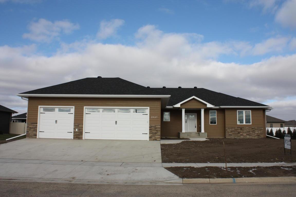 2527 Prairie Creek Drive Aberdeen, SD 57401