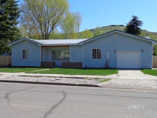 353 S G St, Lakeview, OR 97630