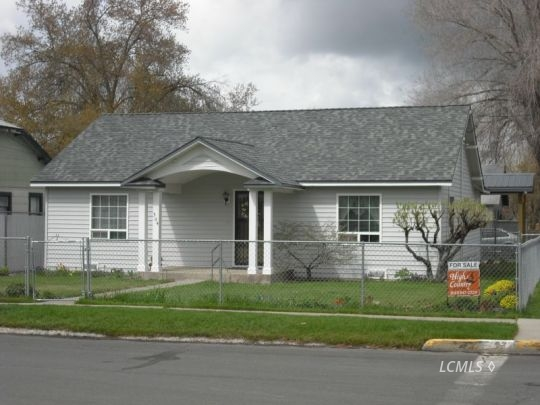 304 S H St, Lakeview, OR 97630
