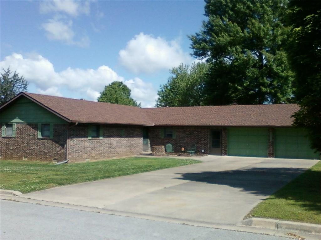 1004 Pine Ave, Berryville, AR 72616