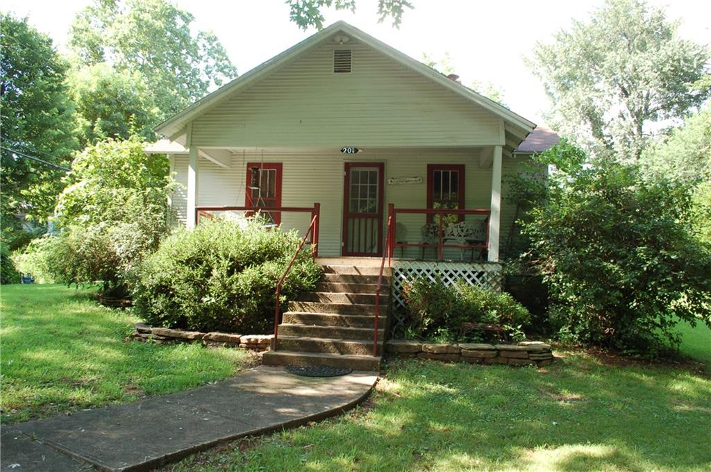 Photo of 201 Labarge  AVE  Huntsville  AR