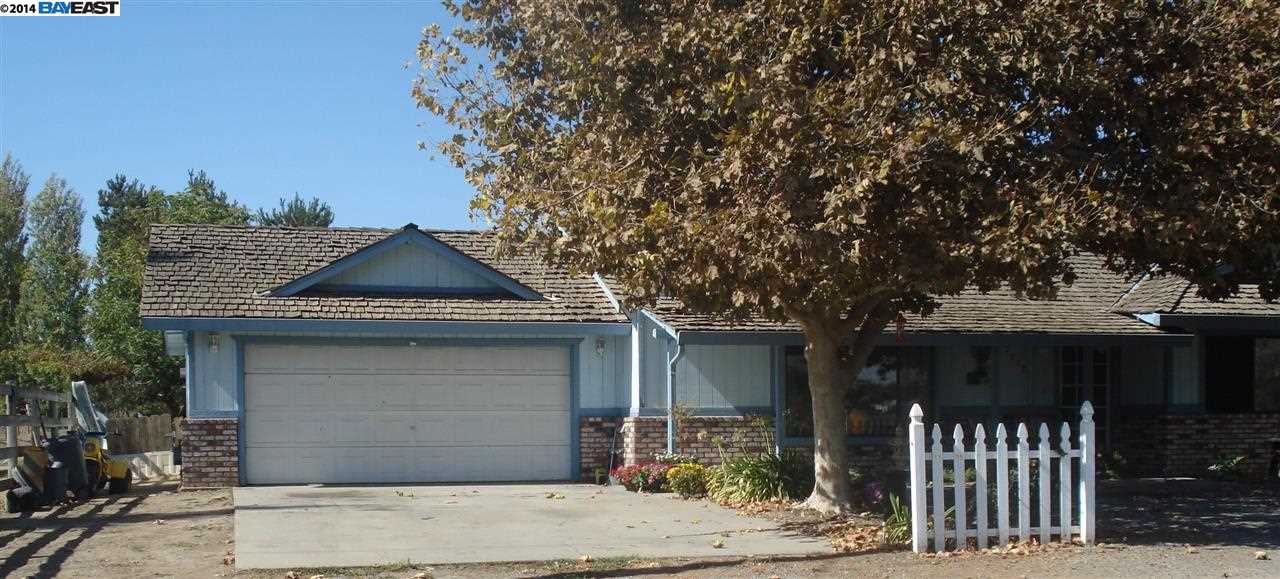 7237 Snedigar Rd, Riverbank, CA 95367