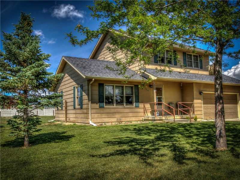 1115 4th St W, Roundup, MT 59072