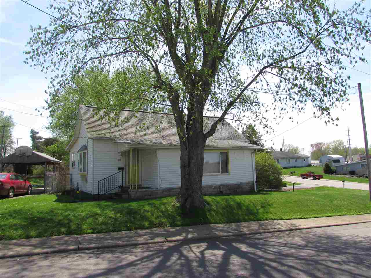 106 9th St, Oolitic, IN 47451