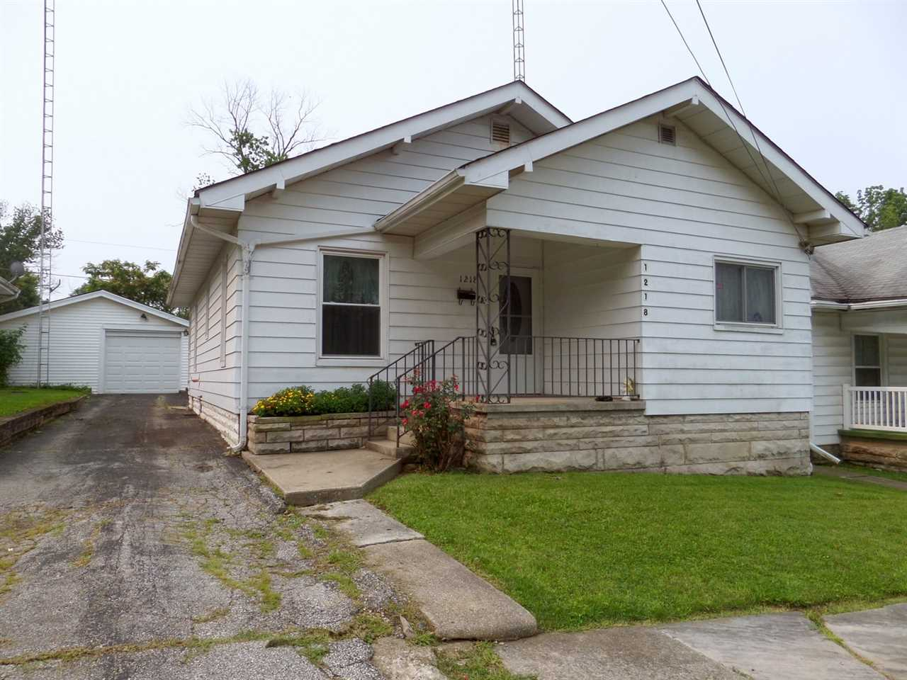 1218 9th St, Bedford, IN 47421