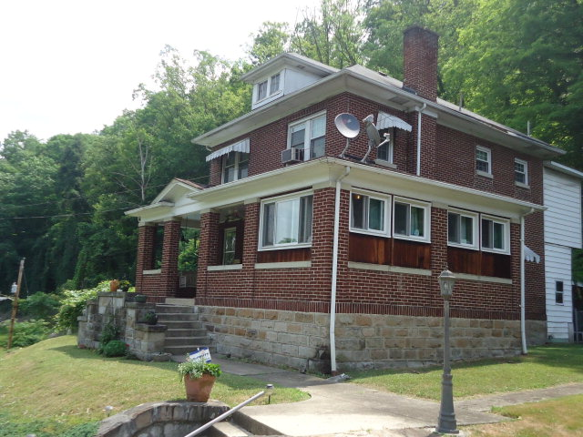 52 Franklin St, Welch, WV 24801