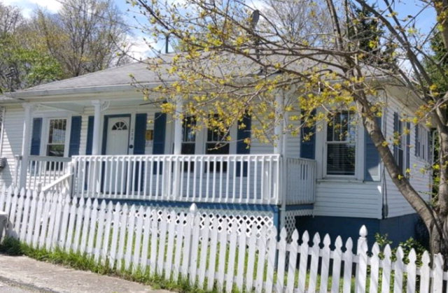 309 Monroe St, Mount Hope, WV 25880