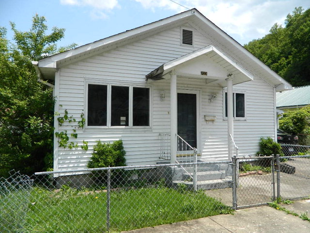 103 W 5th St, Man, WV 25635