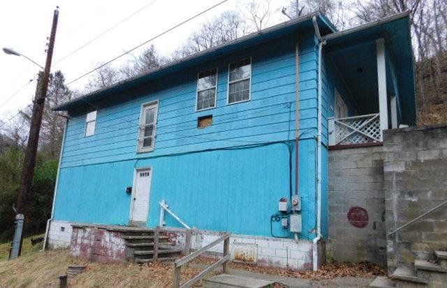 160 Charles St, Logan, WV 25601