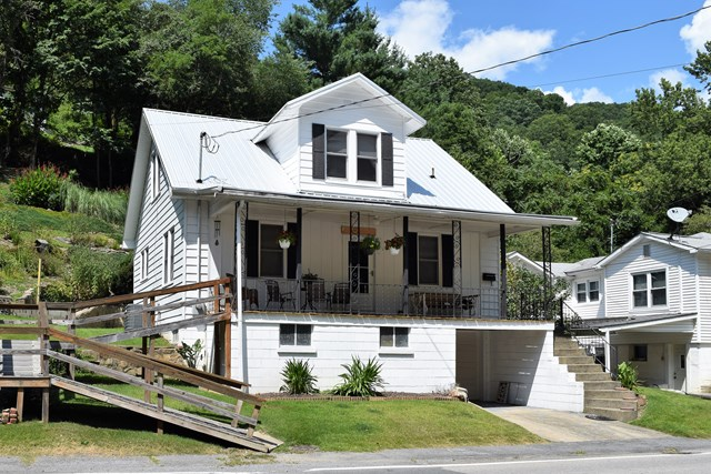 Photo of 1312 GUYANDOTTE AVENUE  MULLENS  WV