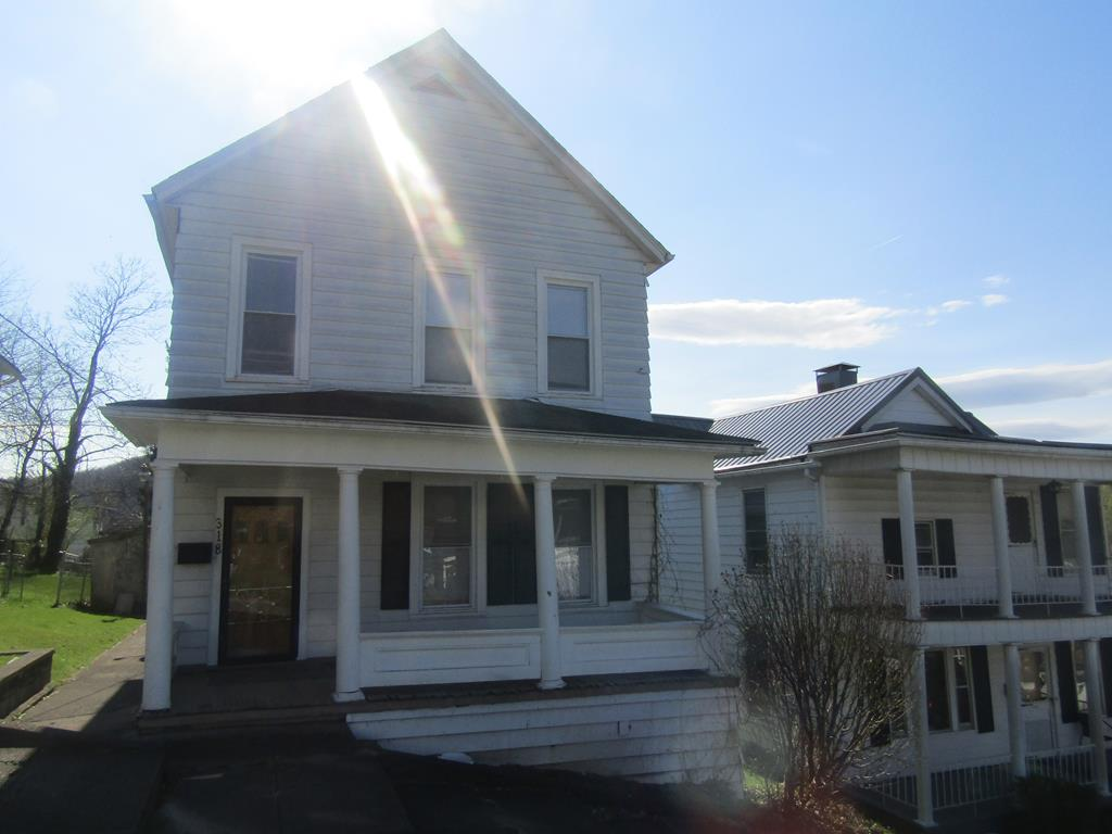 318 SIXTH AVENUE HINTON, WV 25951