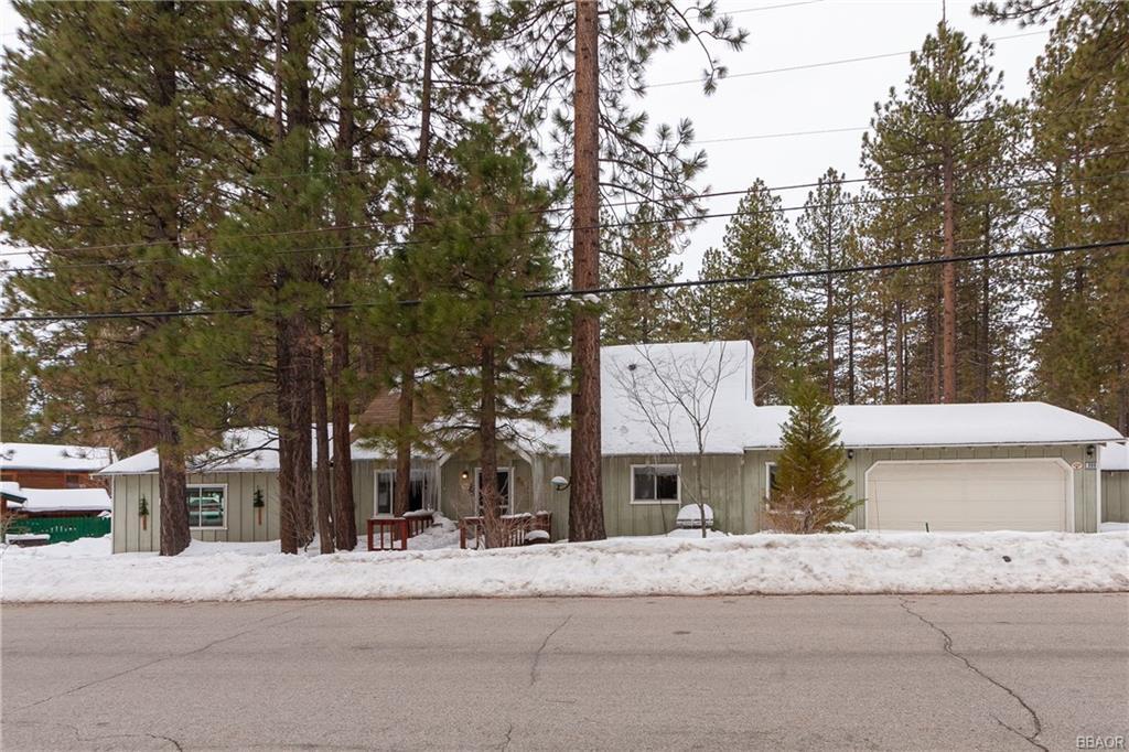 908 Canyon Road Fawnskin, CA 92333