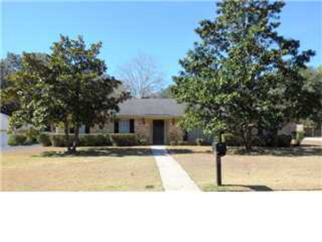 One of Mobile 4 Bedroom Ranch Homes for Sale