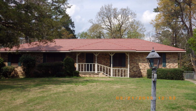 514 Valley Rd, Chickasaw, AL 36611