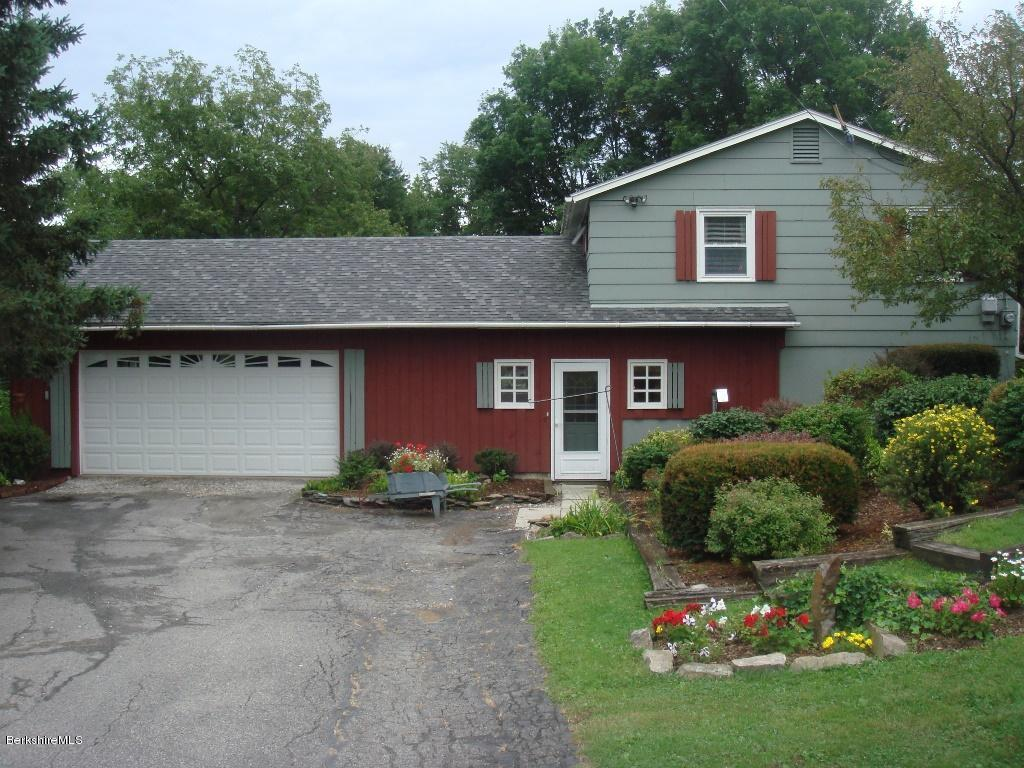 101 Valley View Dr, Pownal, VT 05261
