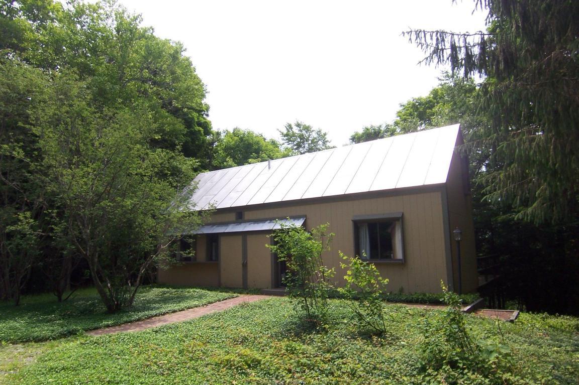 1643 King Hill Rd, Readsboro, VT 05350