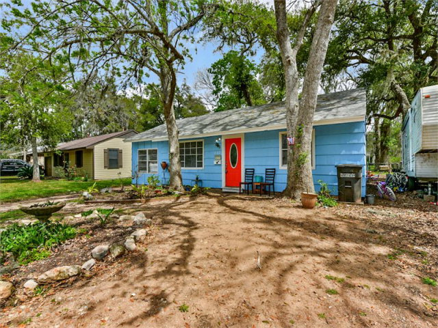 Photo of 462 Huisache Street  LAKE JACKSON  TX