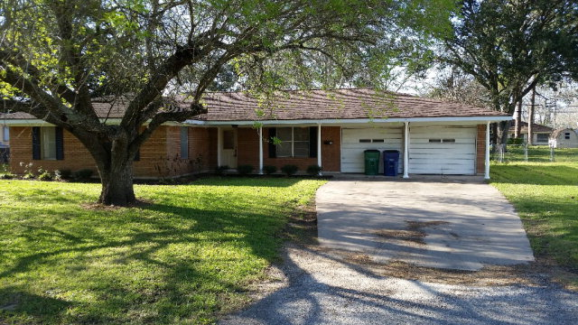 Photo of 707 E 2nd St  SWEENY  TX
