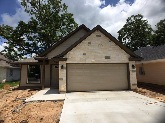 Photo of 130 Luciana St  CLUTE  TX