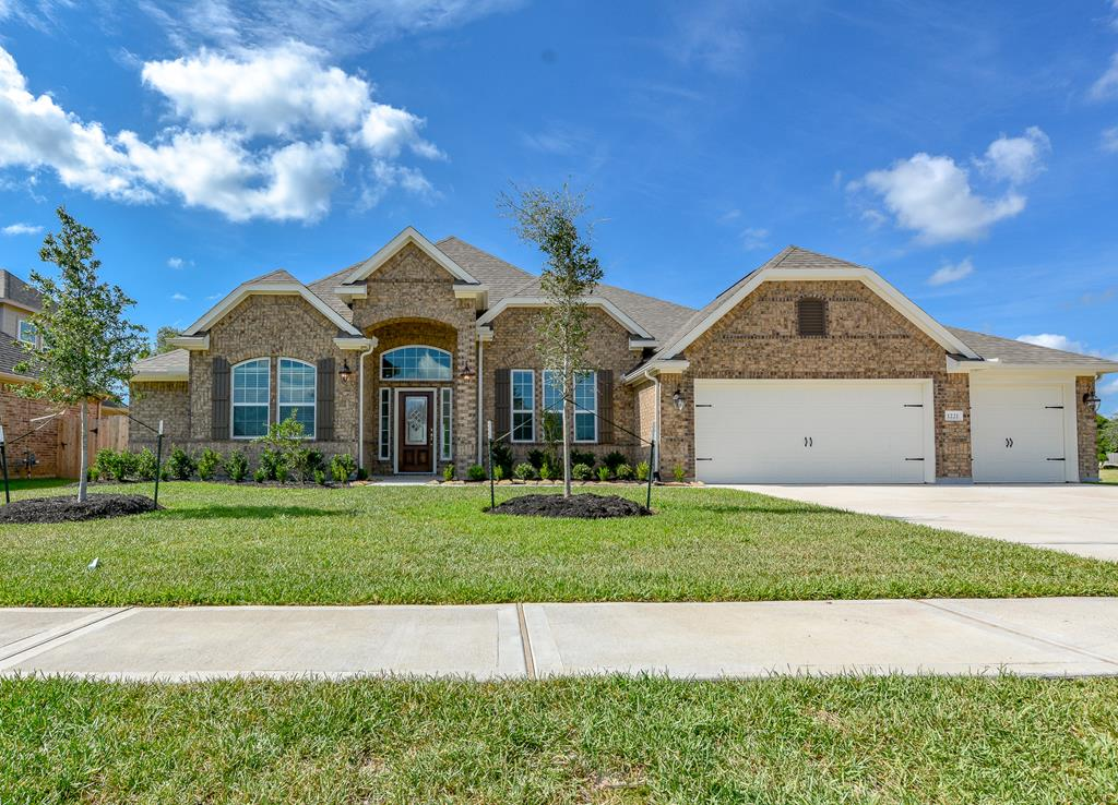 1221 Laurel Loop Angleton, TX 77515