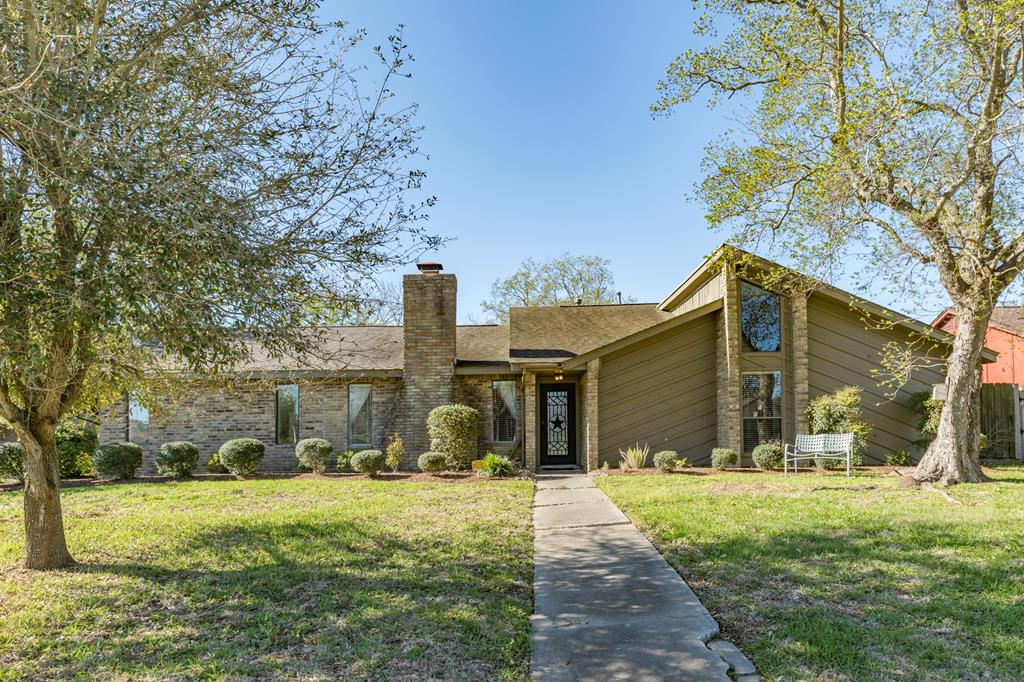 51 Oleander Court Lake Jackson, TX 77566
