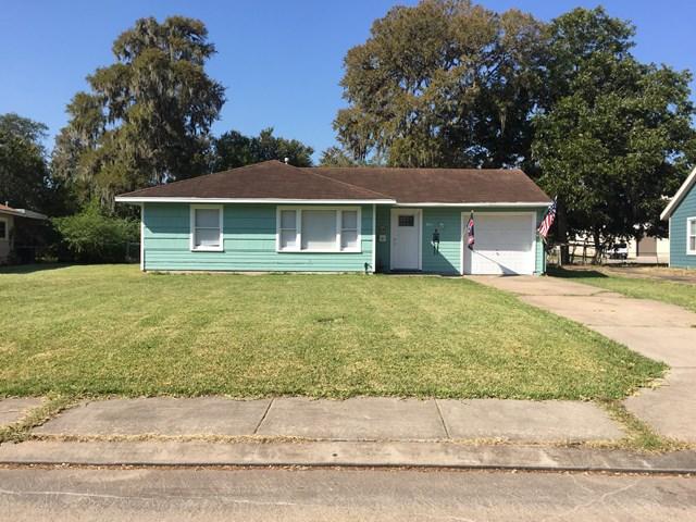 110 Laurel Lake Jackson, TX 77566