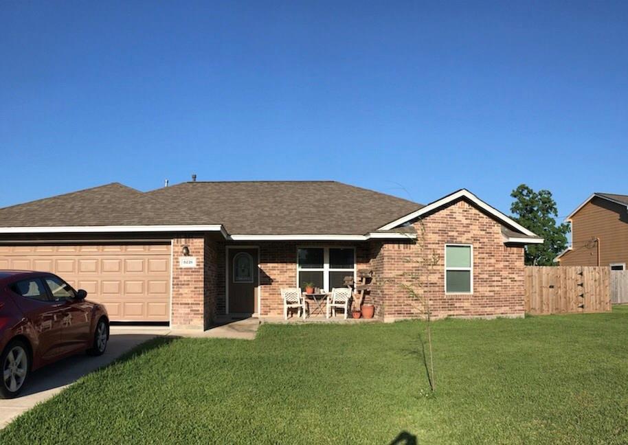 6118 Fox Ridge Dr. Angleton, TX 77515