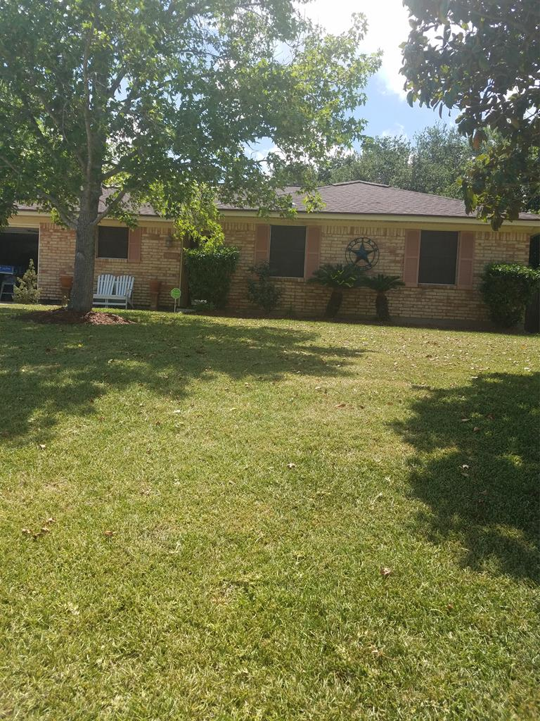 430 Oleander Lake Jackson, TX 77566