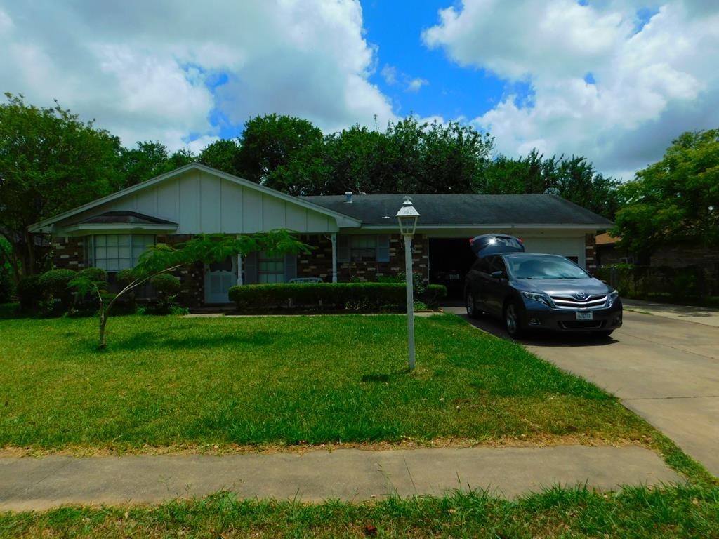 118 Talisman St. Lake Jackson, TX 77566