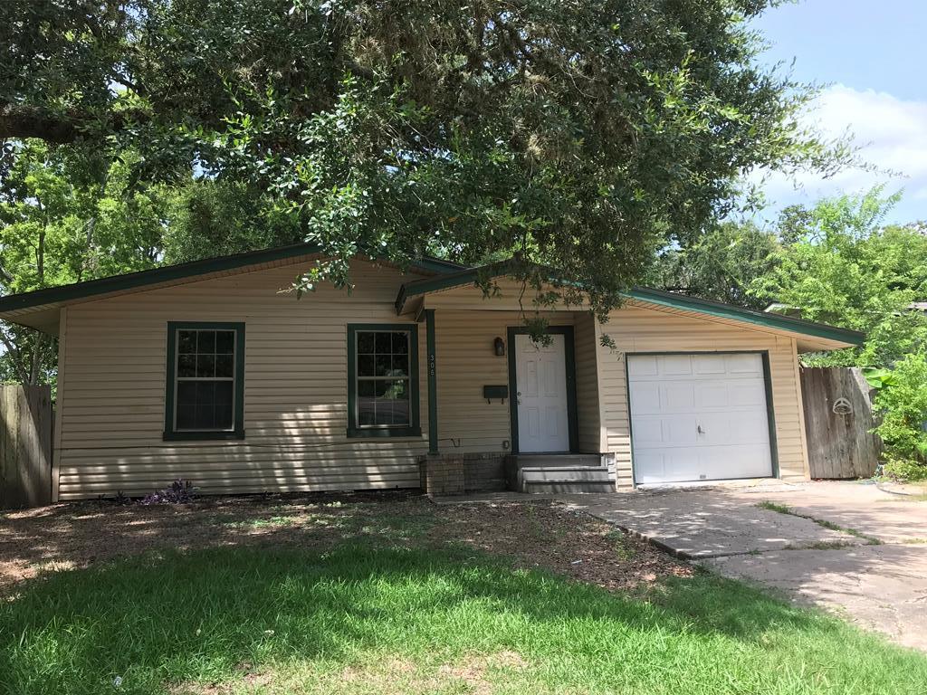 306 Azalea Lake Jackson, TX 77566