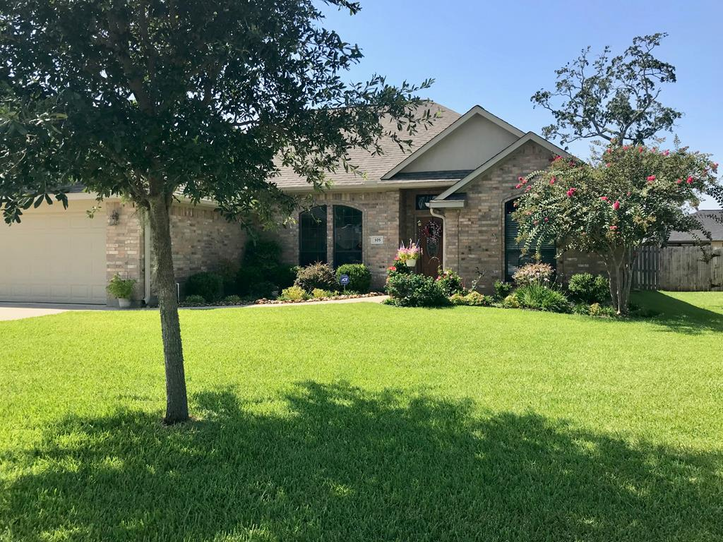 105 Baileys Ct Richwood, TX 77531