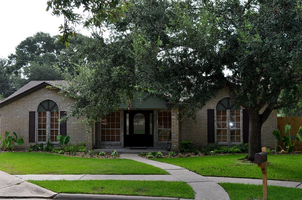 5 Hickory Place Angleton, TX 77515