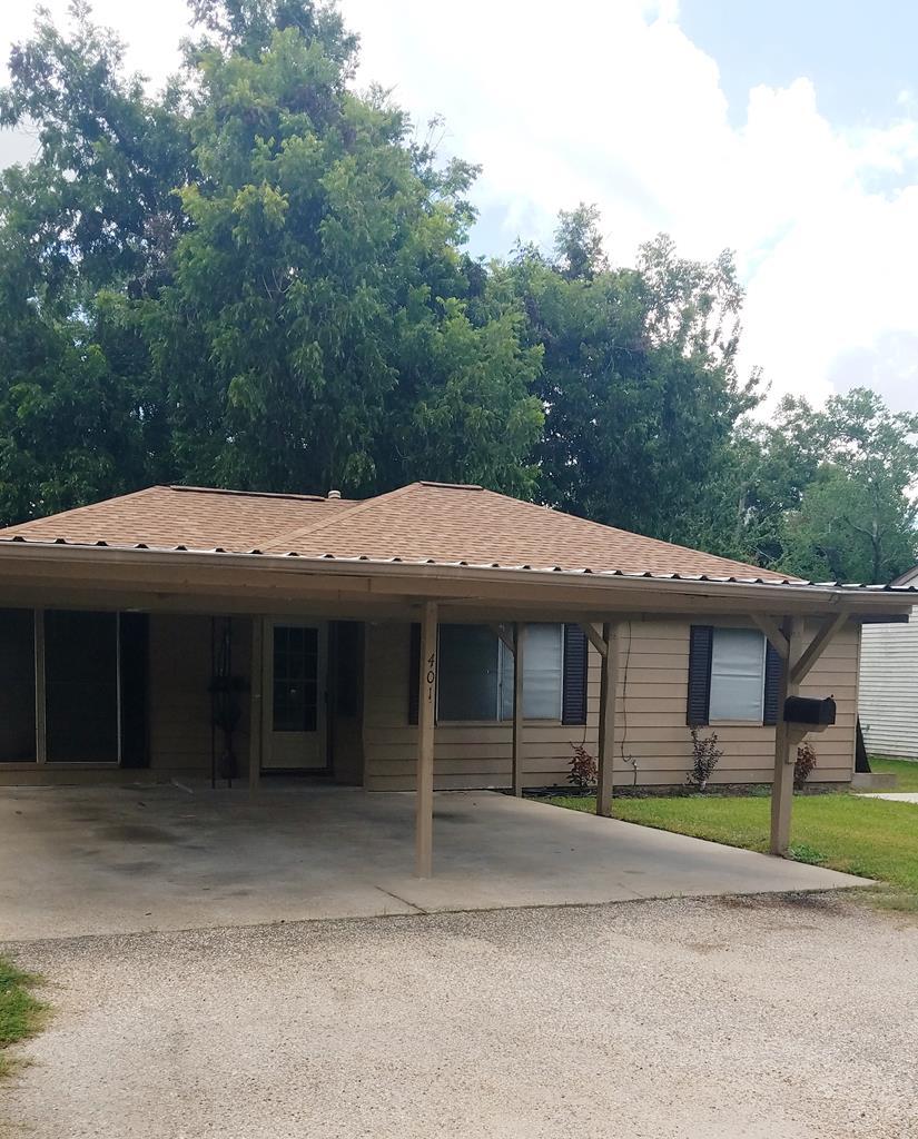 401 Farrer Angleton, TX 77515