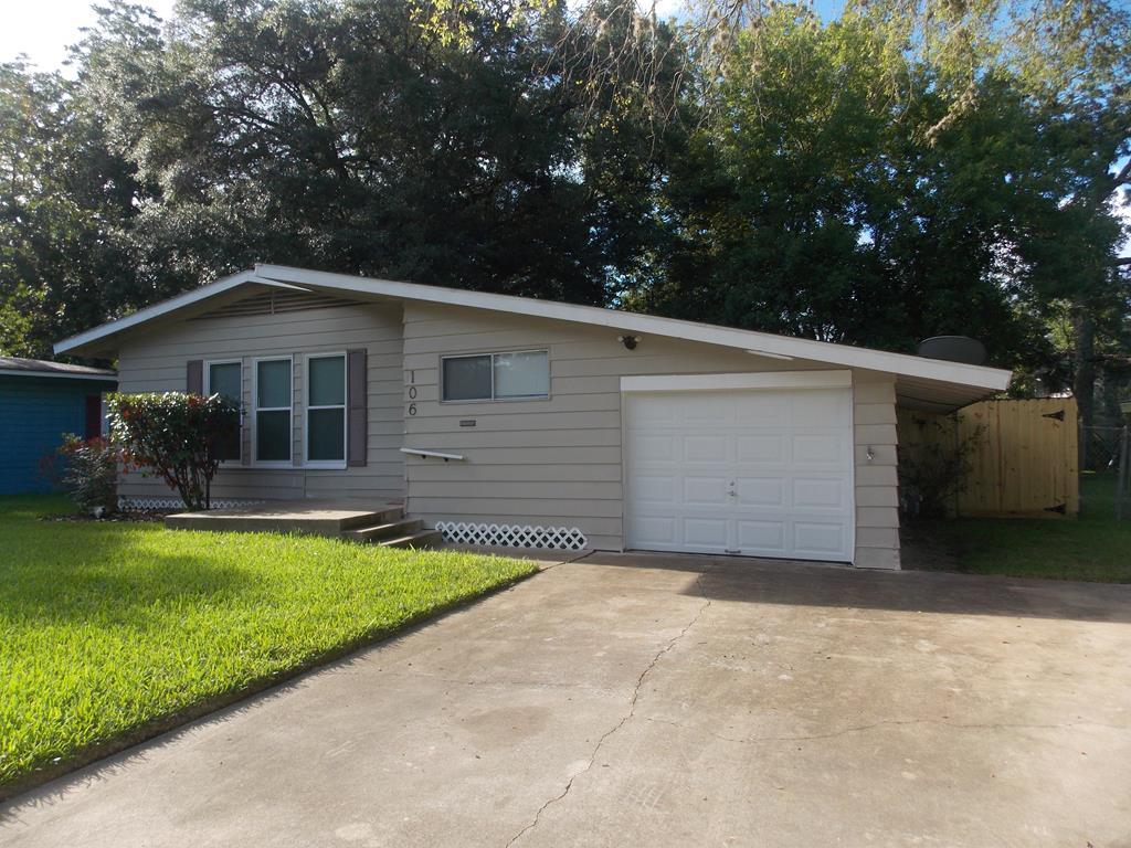 106 Wisteria Lake Jackson, TX 77566