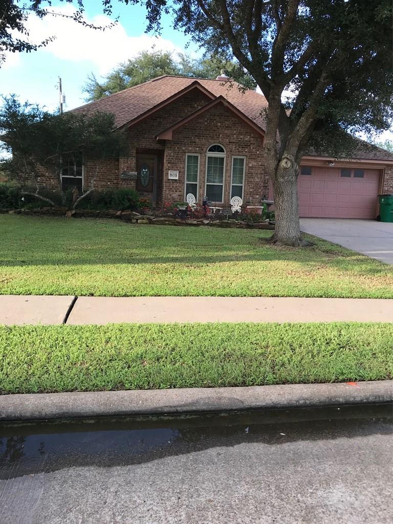 805 Manor Angleton, TX 77515