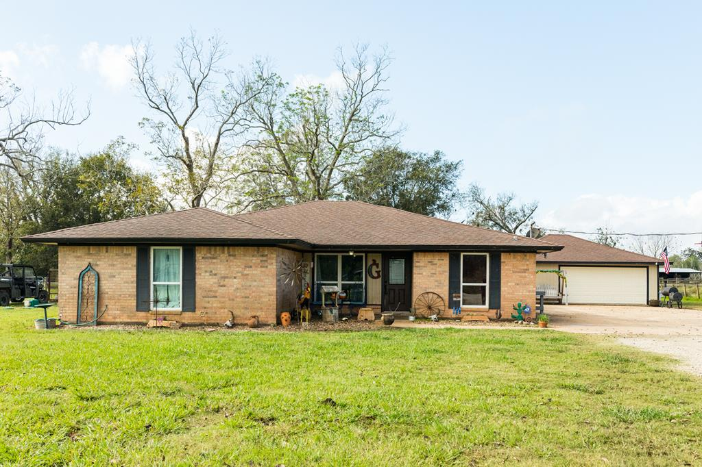 3820 County Road 36 Angleton, TX 77515