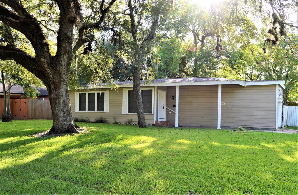 523 Elm St. Lake Jackson, TX 77566