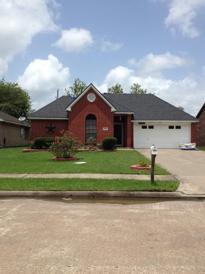 609 Manor Angleton, TX 77515