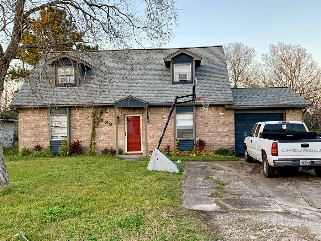 1339 Fair Angleton, TX 77515