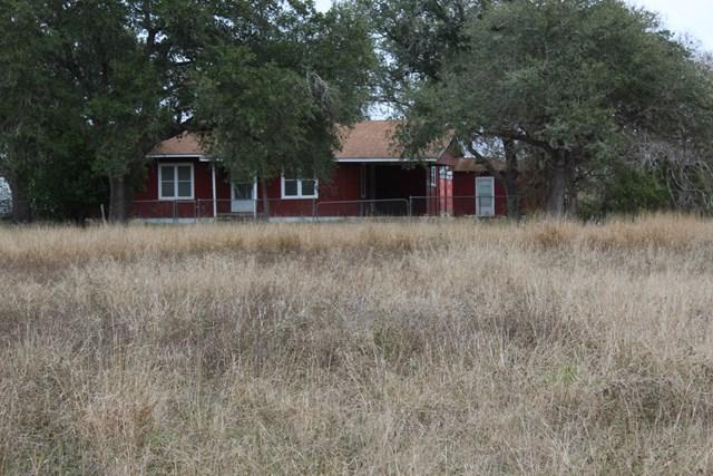 422 Viggo Rd Beeville, TX 78102