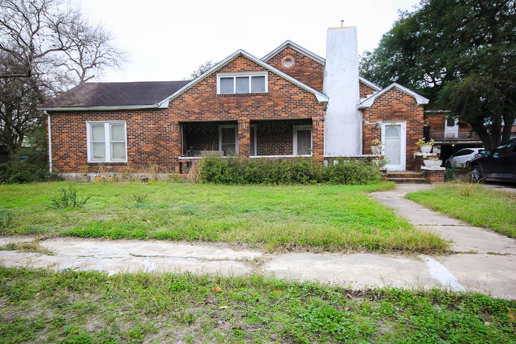 312 W 6th St Alice, TX 78133