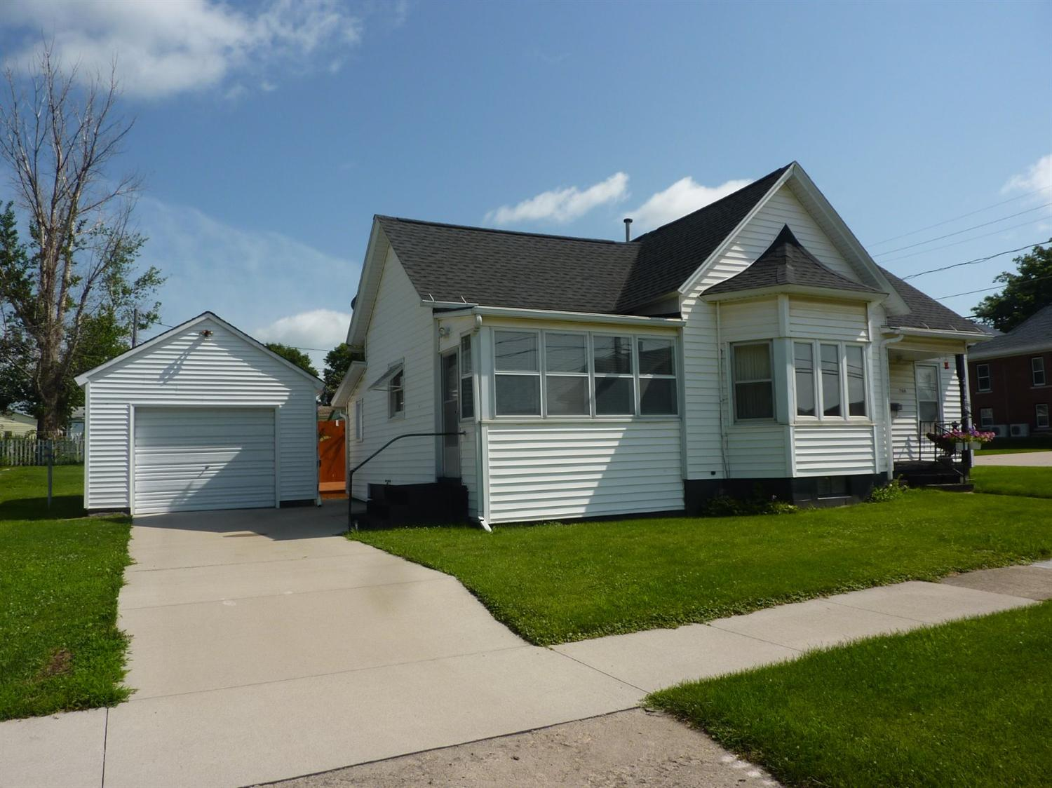 Photo of 704 14th Street  Belle Plaine  IA
