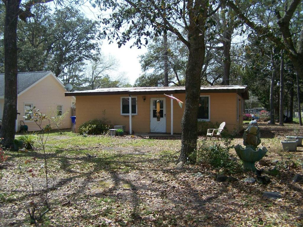 423 Crowell Ave, Cpu Oak Island, NC 28465