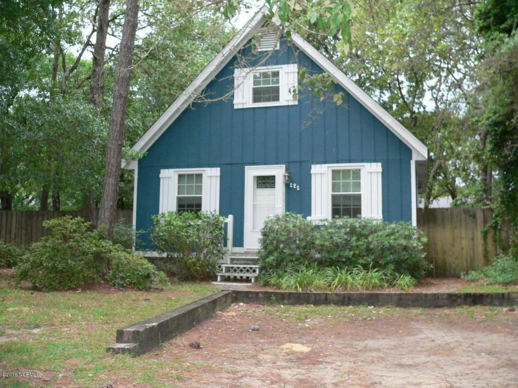 121 NE 38th St, Oak Island, NC 28465